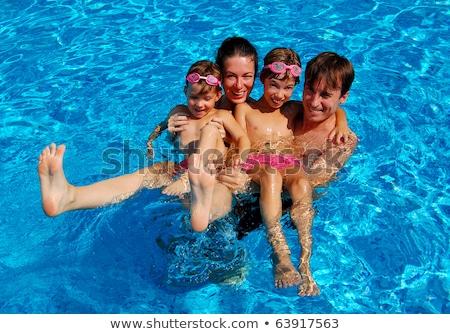 gelukkig · jonge · familie · samen · zwembad - stockfoto © deandrobot