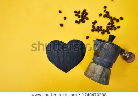 Koffiezetapparaat koffiebonen Geel liefde koffie pot Stockfoto © Illia