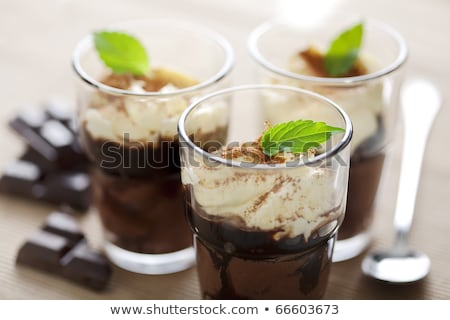 verres · mousse · au · chocolat · rouge · cerise · verre · fond - photo stock © avdveen