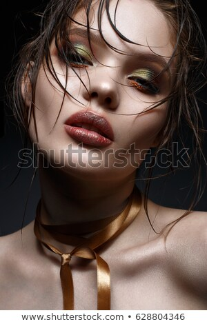Jeunes brunette Creative maquillage paon Photo stock © yurok