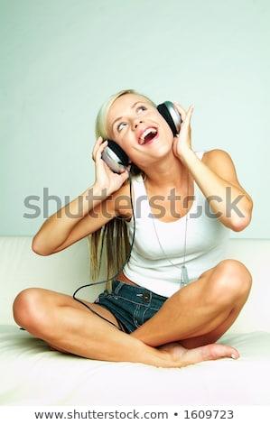 Fehér társalgó szőke nő fejhallgató zenét hallgat Stock fotó © CandyboxPhoto 658b0124f6