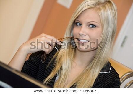 Mulher de negócios cabelo castanho branco camisas preto laptop Foto stock © Forgiss