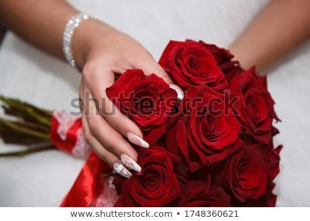 novias · rosas · rojo · blanco · boda · día - foto stock © kmwphotography