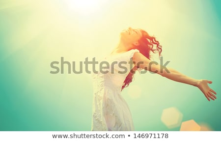 Disfrute libre feliz mujer puesta de sol Foto stock © HASLOO