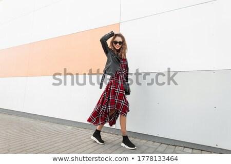 женщину стены брюнетка Постоянный дома Сток-фото © chesterf