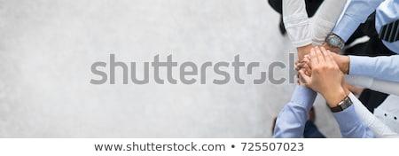 başarılı · takım · çalışması · üç · iş · adamları · oturma · tablo - stok fotoğraf © pressmaster