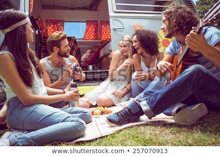 Vrolijk vrienden kampeerder van weg genieten Stockfoto © wavebreak_media