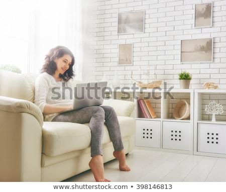 Stock fotó: Portré · boldog · család · laptopot · használ · nappali · otthon · nő