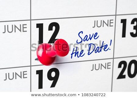 壁 カレンダー 赤 ピン 12 管理 ストックフォト © Zerbor