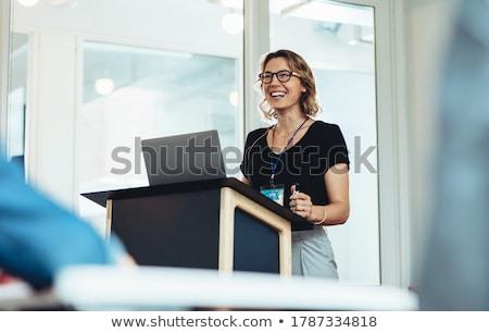 Photo stock: Emme · d'affaires · donnant · une · présentation · au · podium