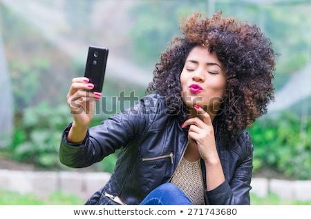 Foto stock: Foto · mulher · jovem · 20s · cabelos · cacheados · móvel