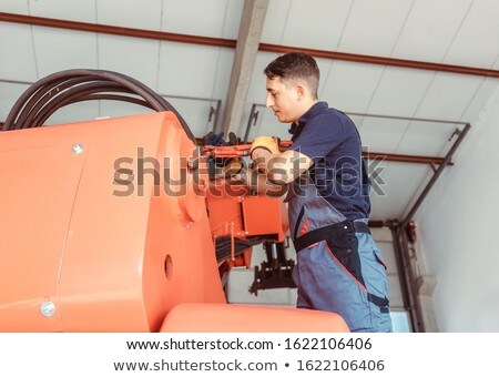 Technikus karbantartás munka farm gép hatalmas Stock fotó © Kzenon