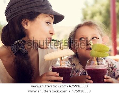 dostça · çocuk · kız · eğlence · anne - stok fotoğraf © ElenaBatkova