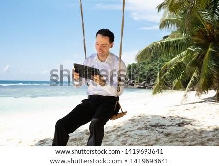 człowiek · huśtawka · plaży · tropikalnych · okulary · wakacje - zdjęcia stock © andreypopov