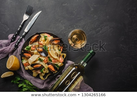 Fekete tengeri hal spagetti tészta paradicsomok bazsalikom Stock fotó © karandaev