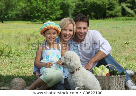 Ebeveyn genç kız köpek sepet sebze Stok fotoğraf © photography33