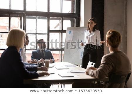 prezentacji · młoda · kobieta · punkt · flipchart · młodych · wykonawczej - zdjęcia stock © konradbak