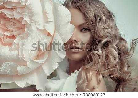 Szépség modell portré rózsaszín virág tökéletes piros ajkak Stock fotó © serdechny