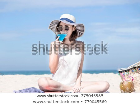 Portré fiatal nő megnyugtató tengerpart ül homok Stock fotó © wavebreak_media