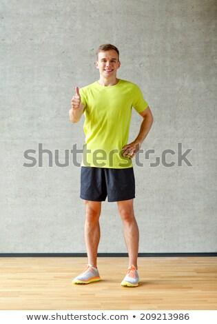Knap vrolijk jonge fitness instructeur Stockfoto © benzoix