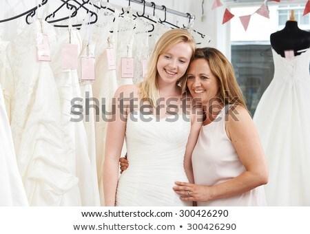 Madre aiutare figlia scegliere abito Foto d'archivio © HighwayStarz