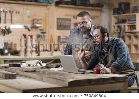 Twee glimlachend laptop workshop beroep timmerwerk Stockfoto © dolgachov