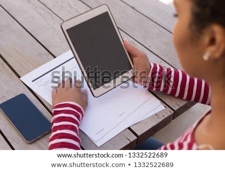 Vista mujer digital tableta Foto stock © wavebreak_media