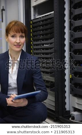 Sonriendo técnico sesión piso servidor Foto stock © wavebreak_media