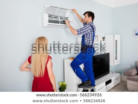 nő · néz · technikus · javít · légkondicionáló · fiatal · nő - stock fotó © andreypopov