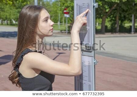 Tinédzserek város busz fiú portré néz Stock fotó © simply