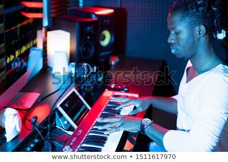 ピアノ · プレーヤー · 音楽 · 男 · 岩 · 演奏 - ストックフォト © pressmaster
