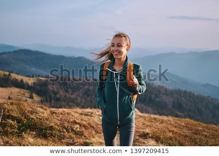mujer · senderismo · paisaje · azul · femenino · blanco - foto stock © photography33