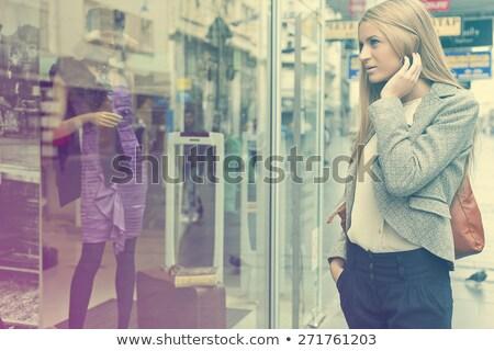 mulher · olhando · janela · rua · cliente · ao · ar · livre - foto stock © adamr
