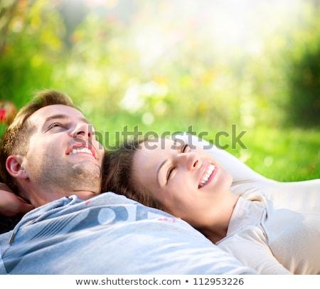 Foto stock: Feliz · mentir · para · baixo · grama · sorrir