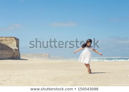 meisje · spelen · zand · kust · strand · portret - stockfoto © joseph73