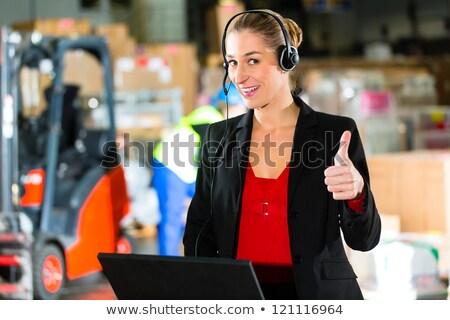 zestawu · magazynu · przyjazny · kobieta · kierownik · laptop - zdjęcia stock © kzenon