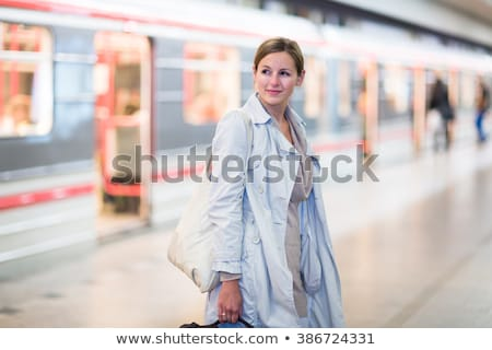 élégante · puce · jeune · femme · Voyage · métro - photo stock © lightpoet