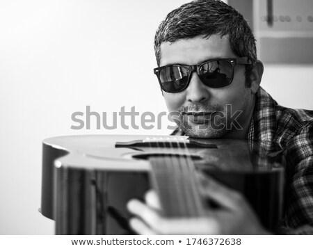 töprengő · fiatalember · napszemüveg · ül · gondolkodik · kalap - stock fotó © feedough