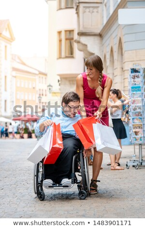 Handicapés homme ami Shopping ville Photo stock © Kzenon