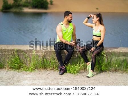 Mooie brunette atleet opleiding pauze moe Stockfoto © majdansky