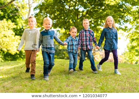 Csoport gyerekek tavasz mező szórakozás család Stock fotó © Lopolo