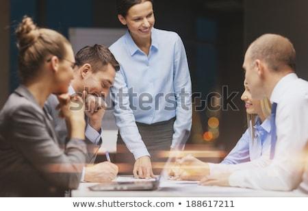 équipe commerciale portable travail fin bureau affaires Photo stock © dolgachov