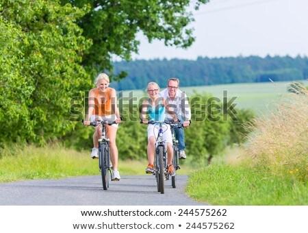 Familia fin de semana bicicleta gira aire libre padres Foto stock © Kzenon
