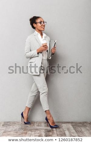 retrato · casual · mujer · posando · aislado - foto stock © stockyimages