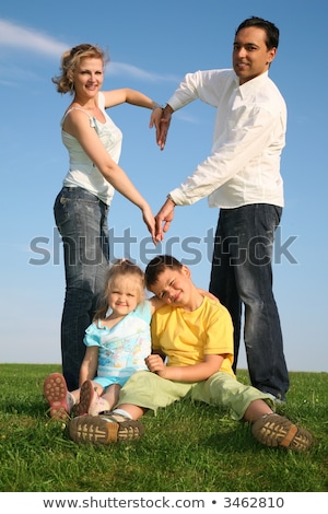 gelukkig · gezin · gras · hand · gebaren · park - stockfoto © paha_l