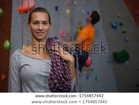 Portret człowiek wspinaczki liny siłowni Zdjęcia stock © wavebreak_media