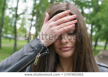 小さな ブルネット 女性 触れる 額 ストックフォト © pressmaster