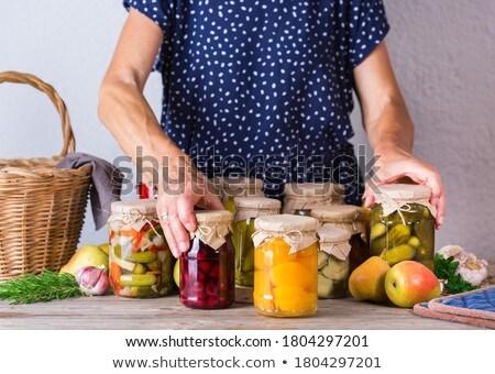 Mujer jar casero duraznos sobrepeso Foto stock © ozgur