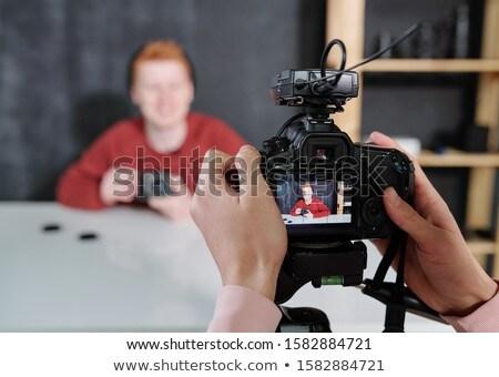 Kezelő tart kamera férfi blogger mutat Stock fotó © pressmaster