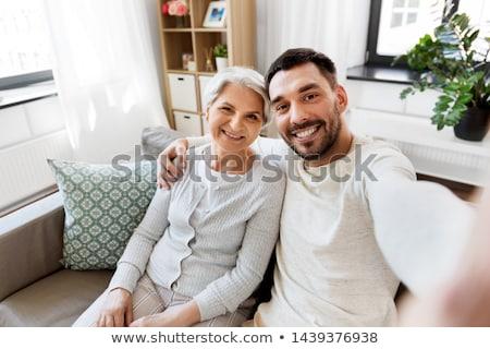 Adulte fils supérieurs mère photo maison Photo stock © dolgachov